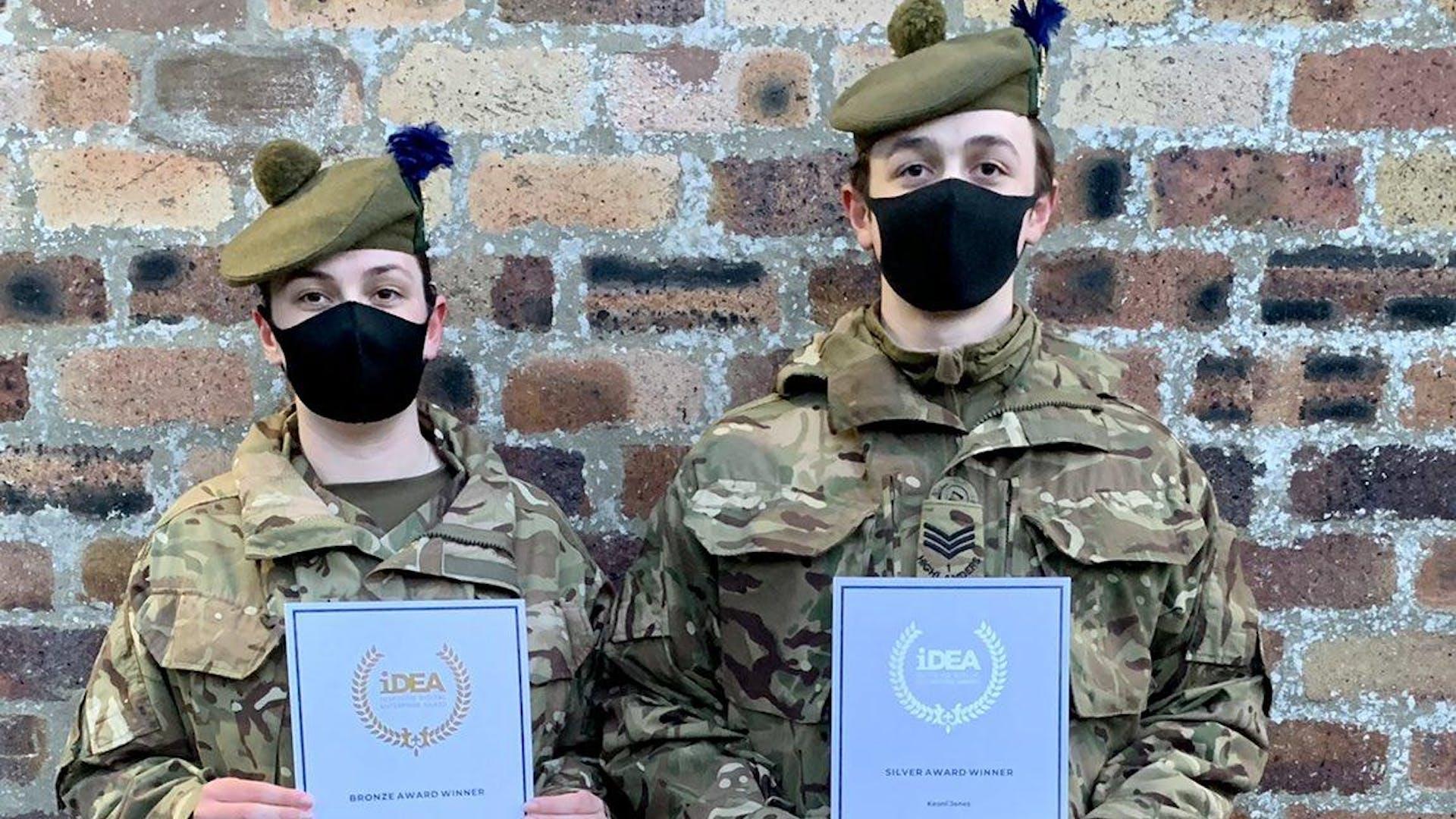 PI Jones left and Sgt Jones right with their i DEA awards
