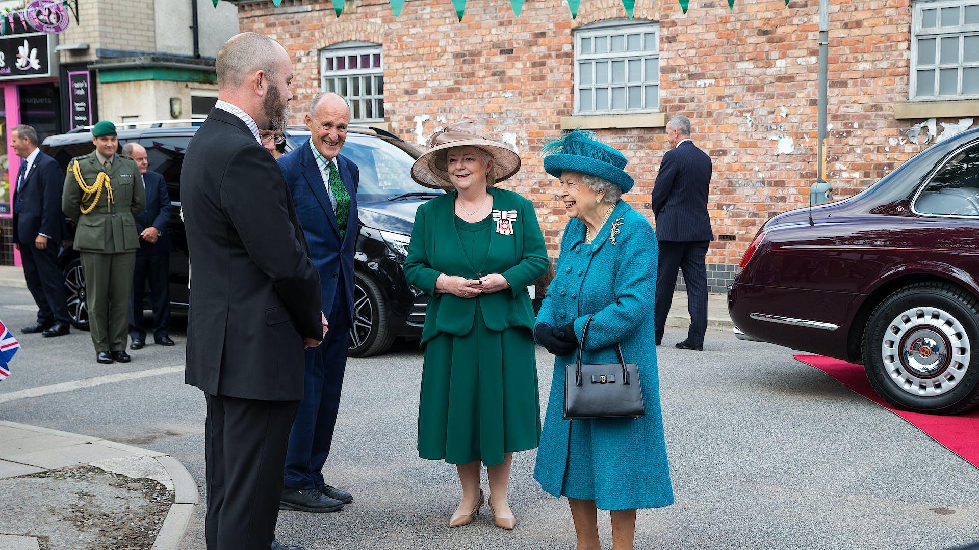 Hon Col meets Queen